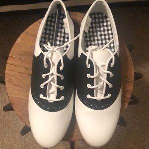 Women's size 12 Oxford shoe